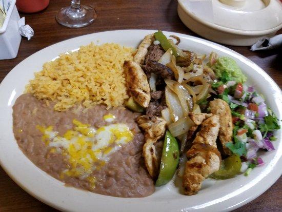 Hamilton, TX: Mixed Fajitas