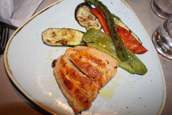 Blanc : Suprema de salmón, un plato normal pero bien cocinado