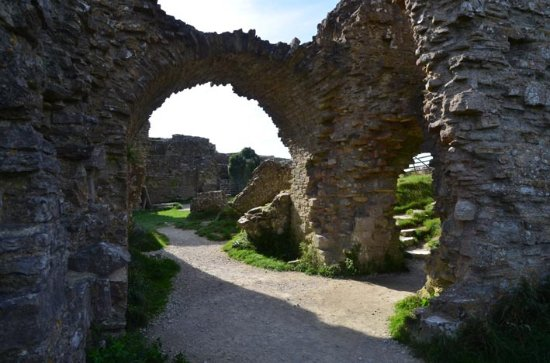 Corfe Castle, UK: view of arches