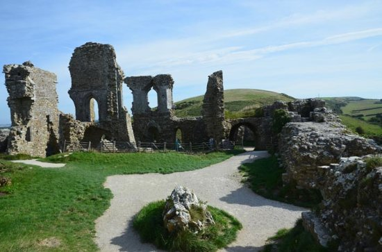 Corfe Castle, UK: more views of ruins