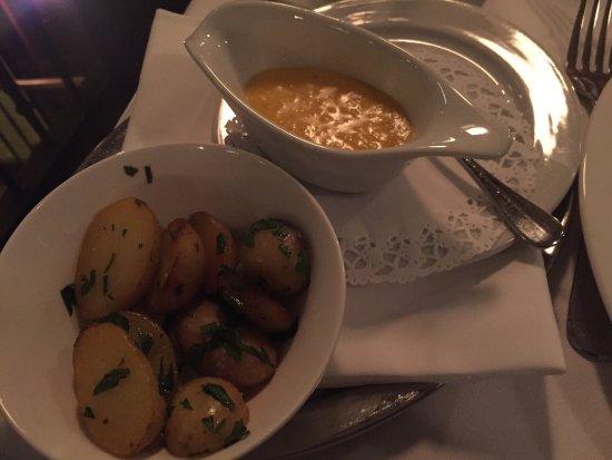 Hotel Restaurant Helvetia: contorno, patate al forno con salsa olandese