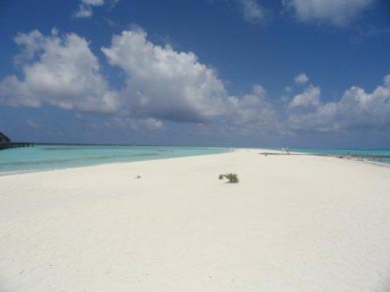 Kuramathi : Sand spit with furthest villas