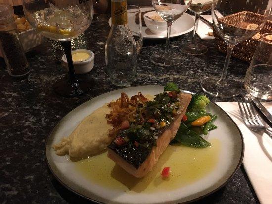 A cote de chez Clement : Service impeccable. Repas très goûteux. Le restaurant est spécialisé dans les viandes qui sont t