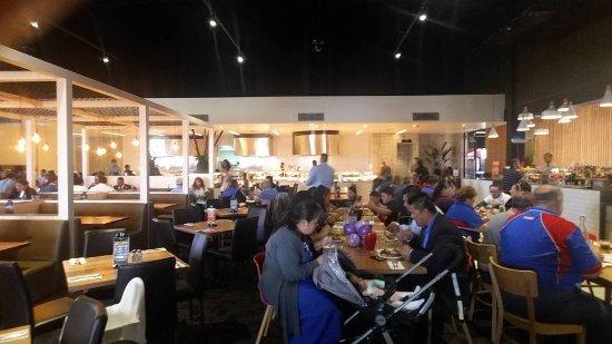 Braybrook, Australien: friendly staff ..... people just enjoying their meal