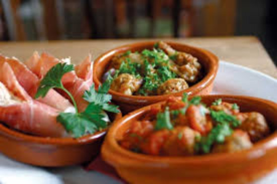 Herstmonceux, UK: Tapas, Delicious Little Dishes from Spain