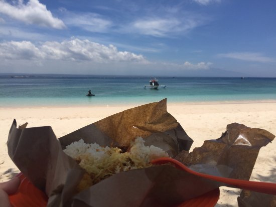 West Nusa Tenggara, Indonésie : Mesmerizing pristine beaches, local yummy lunch with a view! Can't wait to be back for more.