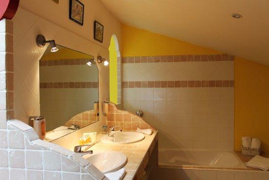 Le Mas de Gleyzes: salle de bain surga