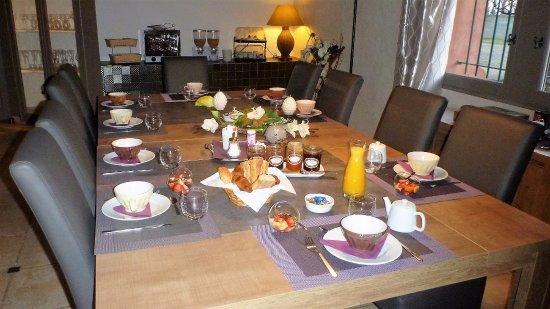 Le Mas de Gleyzes: salle à manger d'hiver