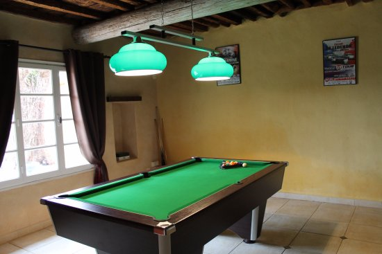 Ledenon, France : billard