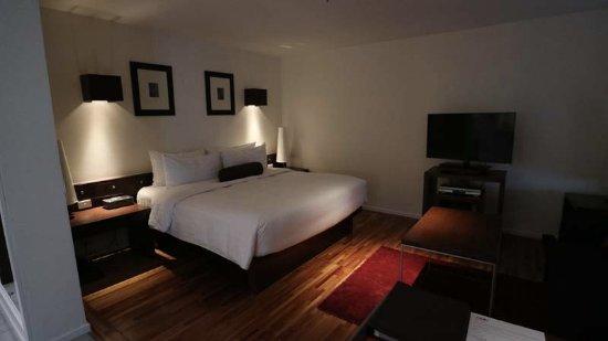 Triple Two Silom: ベッドは高めで、マットレスは柔らかいような気がします