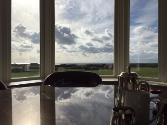 Turnberry, UK: Clean Tables and Great View at Clubhouse