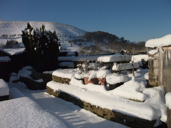 Little Hayfield, UK: Beer Garden in winter
