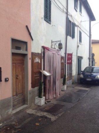 Montefiridolfi, Italia: come si presenta l'esterno