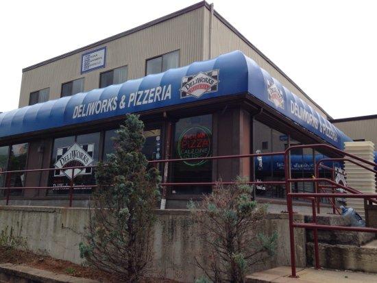 Stoneham, MA: Deliworks Pizzaria