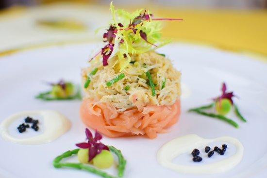 La Fleur de Lys: Fresh Crab & Salmon starter