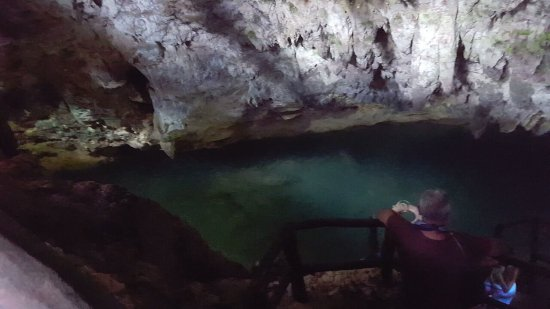 Den dominikanske republikk: Walk to the cave and swim location with inside waterfall