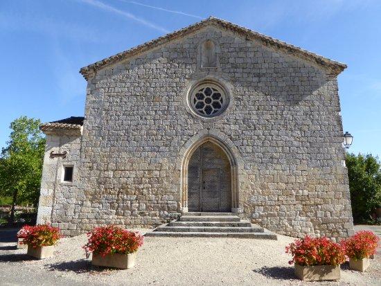 Gramont, France: Eglise en face du Château.
