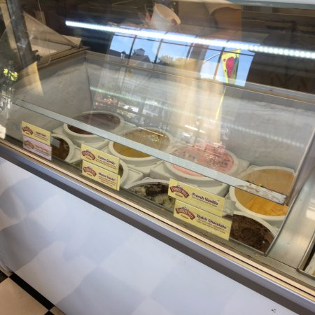Fairport, NY: Ice Cream Factory - ice cream in case