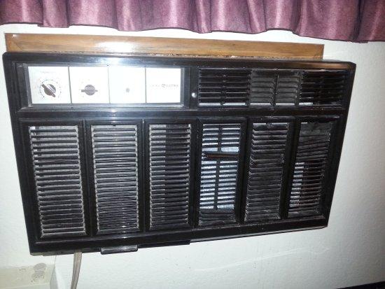 Auburn, MI: Dirty air conditioning unit