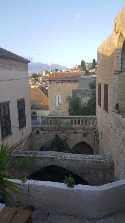 The Fauzi Azar Inn: קמים בבוקר לנוף מדהים מחלון החדר