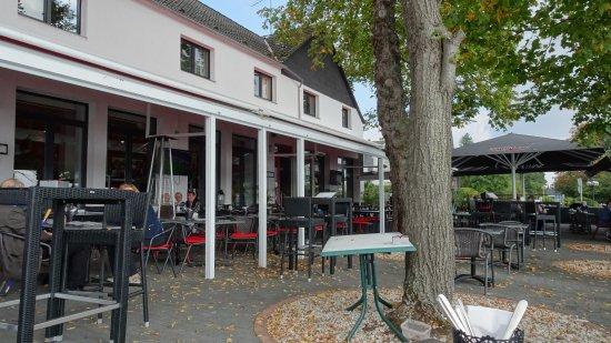 Monheim am Rhein, Γερμανία: Restaurant mit Rheinterrasse
