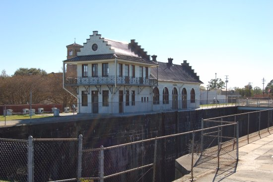 Plaquemine Lock House