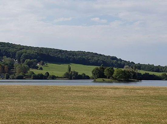 Broglie, Francja: Nearby leisure lake