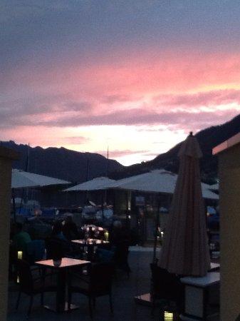Minusio, Switzerland: Tramonto in riva al lago