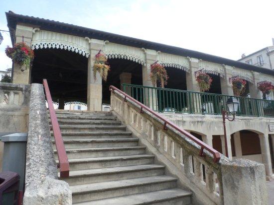 Castelnaudary Tourisme: Place de verdun