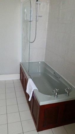 Oakbank House: Bathroom