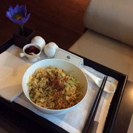 The PuLi Hotel and Spa: Room service Tip. Vegetarian fried rice is better then their shrimp fried rice