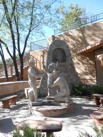 Chimayo, Nuevo Mexico: Sculpture at Santuario