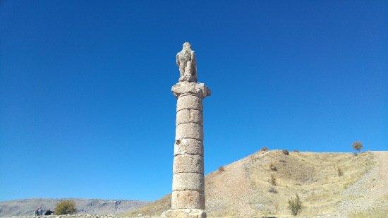Kahta, تركيا: Karakuş Tümülüsü