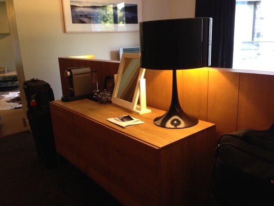 Radisson Blu Farnham Estate Hotel, Cavan: Area behind bed head with coffee machine