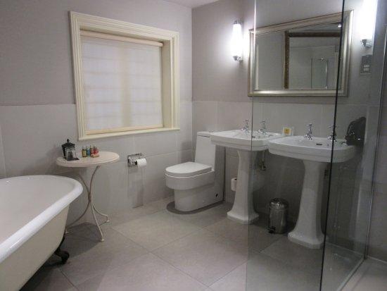 Inloopdouche Met Bad : Douchen in bad de perfecte oplossing sanidirect