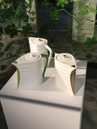Bernardaud Porcelain Factory: One teapot 230Euro's