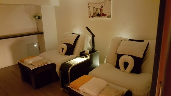 Foot Zone Spa Room Nice And Comfy Chair Beds