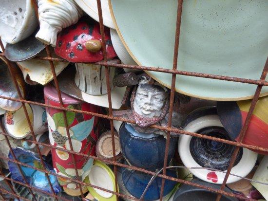 Boutique Galerie Kinya Ishikawa: in the garden of broken pottery