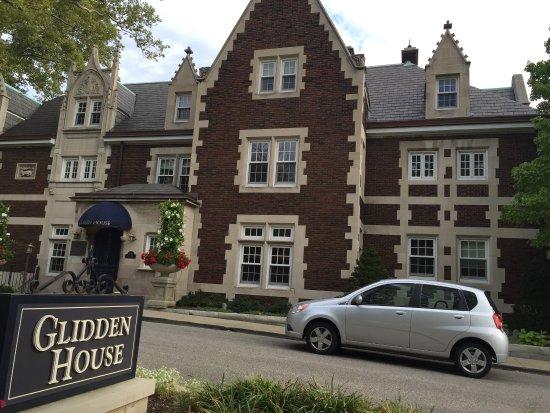 Glidden House: photo1.jpg
