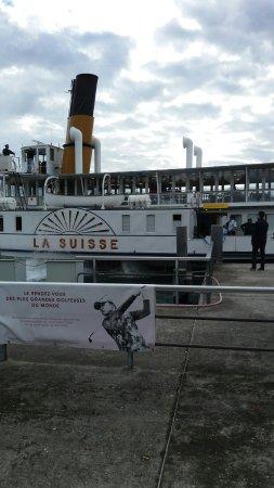 La Suisse Steam paddle boat. : 20161002_112641_large.jpg