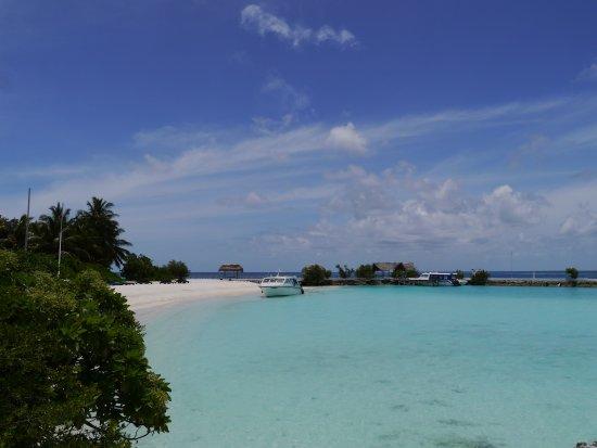 Makunudu Island: Lagoon and arrivals jetty