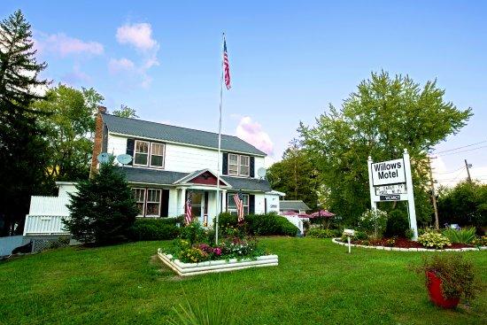 Willows Motel: Hotel Enterance