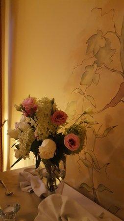 Pruszkow, Polonia: Piekne swieze kwiaty , nawiazujace do stylu hotelu i restauracji