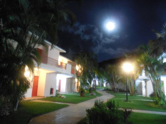 Jibacoa, Cuba: Full moon at midnight on the way to our room