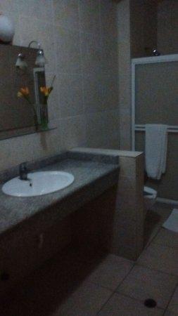 Hotel Jolie: SALA DE BAÑO