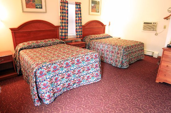 Williamstown, MA: Two Double Bed