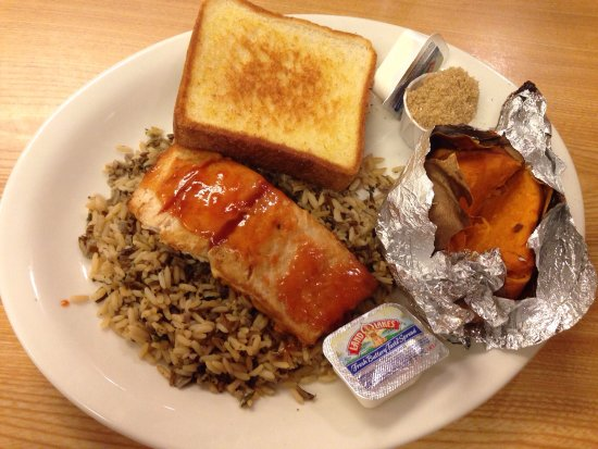 Moulton, Αλαμπάμα: Honey Glazed Salmon w Sweet Potato Side.