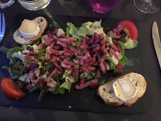 Restaurant Au Faisan Dore: 2 x starters (goats cheese & Parma ham& melon) Filet mignon & Crewe brûlée. Also the stunning  l