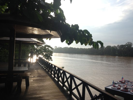 Sukau, Malasia: Decking by the river