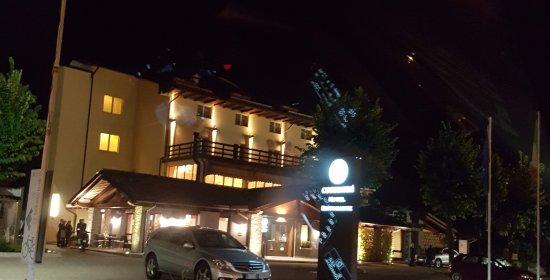 L 39 albergo ristorante esterno notturno bild fr n for L esterno del ristorante cruciverba